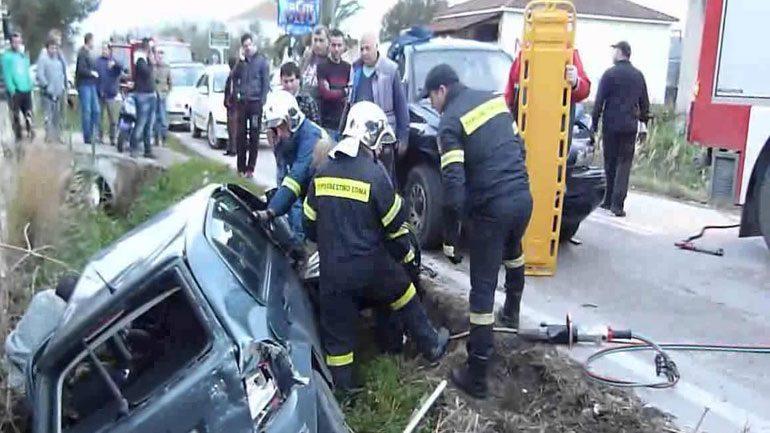 Ανατροπή αυτοκινήτου στη Βούλα - Η Πυροσβεστική απεγκλώβισε την οδηγό