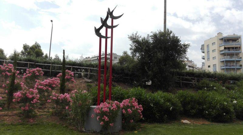 Παλαιό Φάληρο: Το γλυπτό του Γιώργου Γιάννακα, στην είσοδο της πόλης