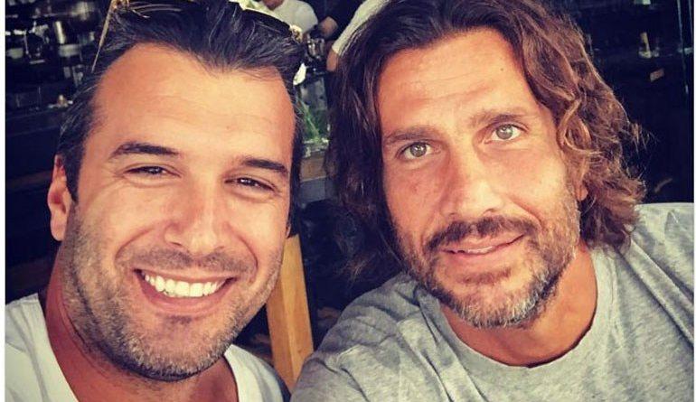 Κώστας Κοκκινάκης: Απολαμβάνει τον καφέ του στη Γλυφάδα λίγες ώρες μετά την επιστροφή του