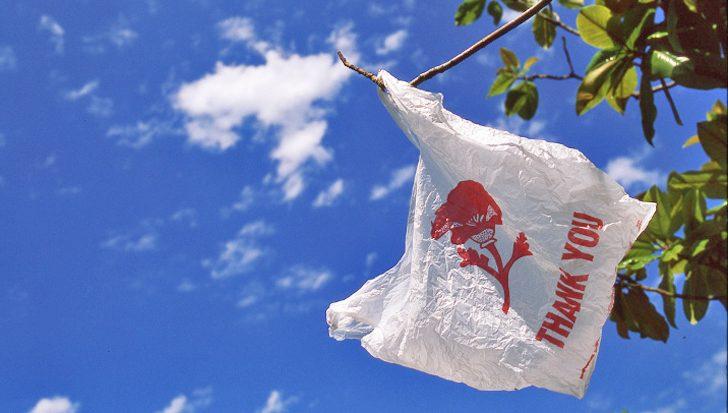 Σούπερ μάρκετ: Έρχεται χρέωση έως 8 λεπτά για τις πλαστικές σακούλες