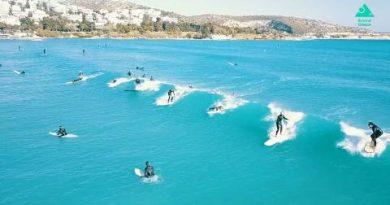 Surf και …ξύλο στην Βουλιαγμένη (VIDEO)